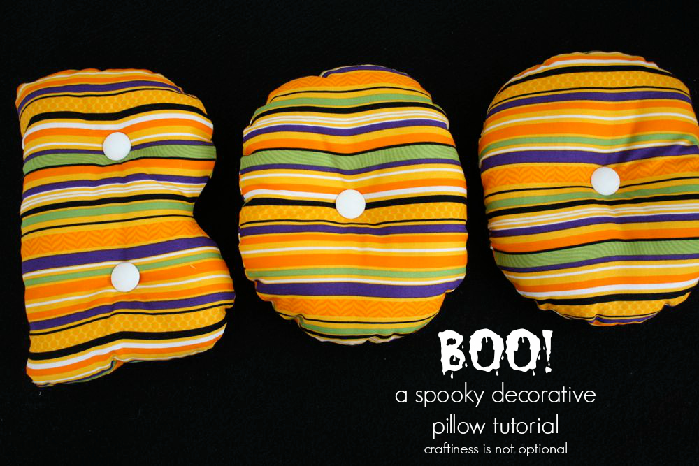 BOO! decorative pillow tutorial
