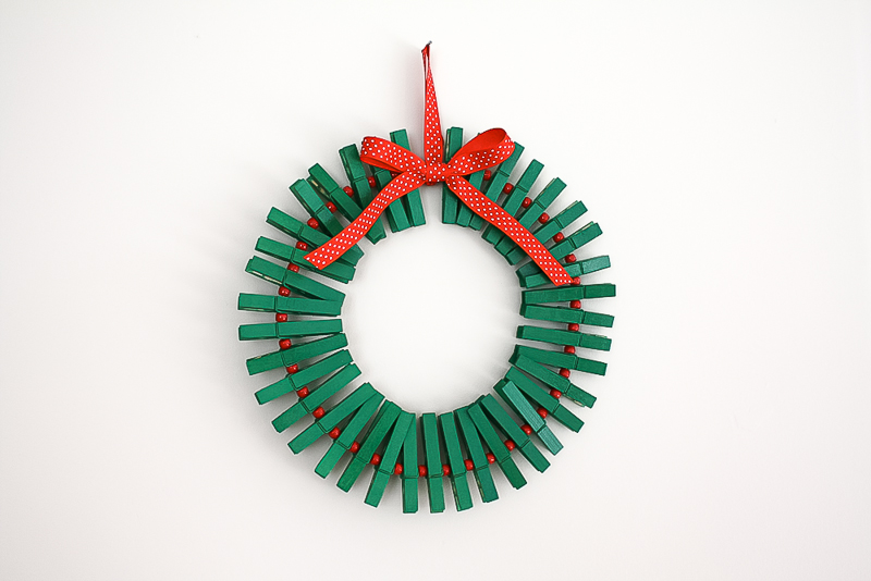 CHRISTMAS-CARD-WREATH-TUTORIAL