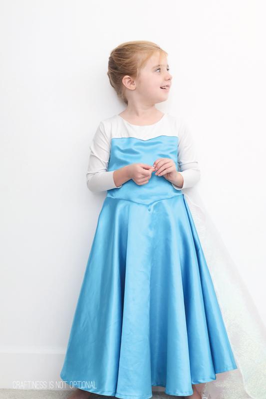 Elsa frozen costume diy elsa costume craftiness is not optional solutioingenieria Choice Image